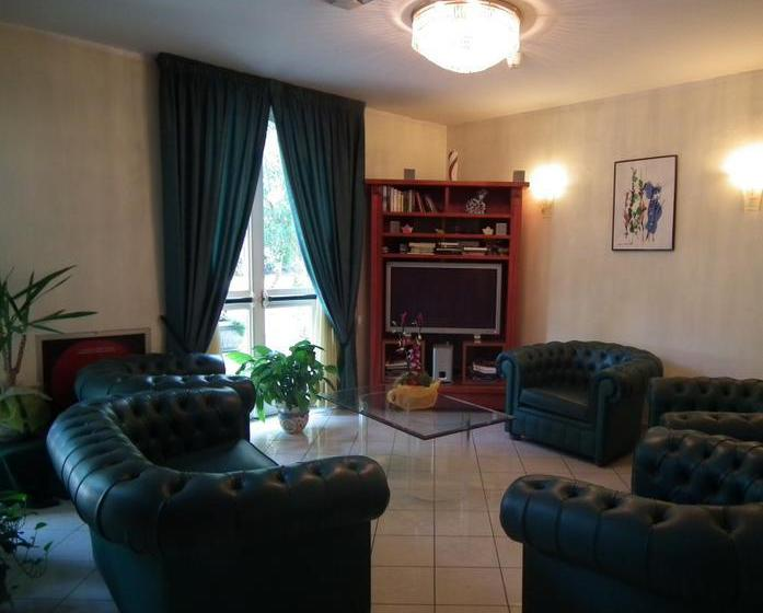 H tel adriana viareggio partir de 32 destinia for Hotel meuble adriana