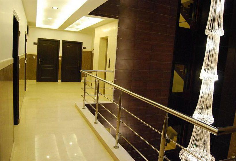 Walnut Castle Hotel Nova Deli