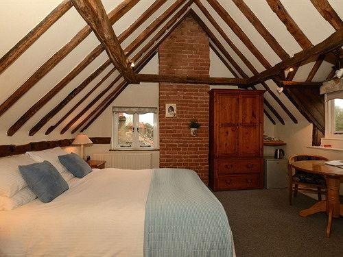 Bed & Breakfast The Falcon Inn ? Buckinghamshire Bed&Breakfast Inn Haddenham