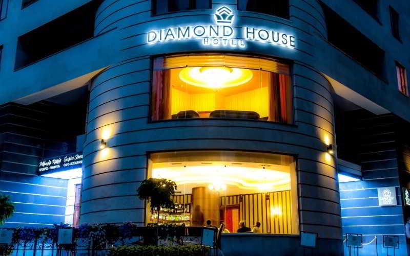 Hotel diamond house in yerevan starting at 28 destinia for Mezzo classic house club yerevan armenia