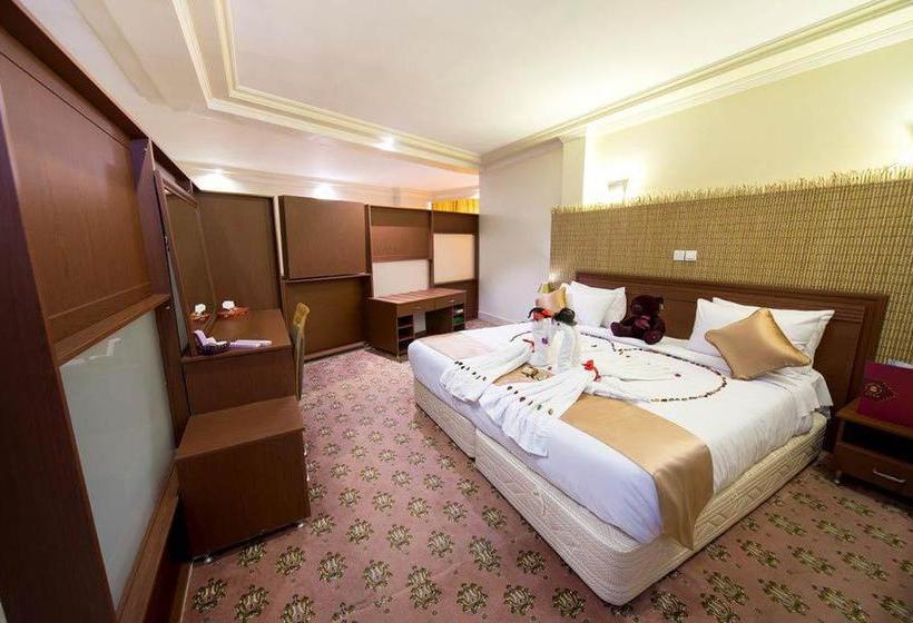 Resultado de imagem para piroozi hotel isfahan