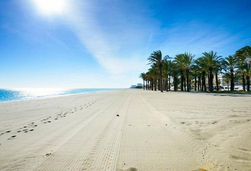 Hotel costa del sol em torremolinos desde 22 destinia for Hotel luxury costa del sol torremolinos